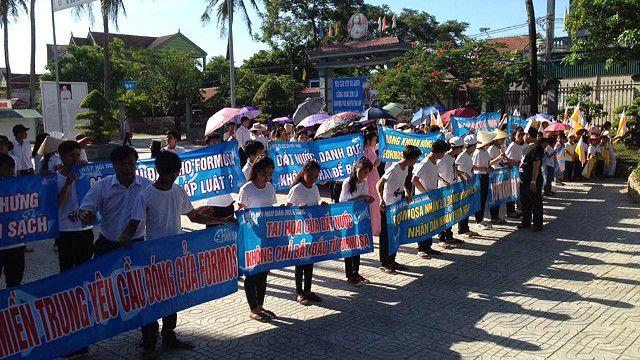 Biểu tình đã xảy ra ở nhiều nơi tại Việt Nam về việc đòi làm rõ trách nhiệm thảm họa môi trường