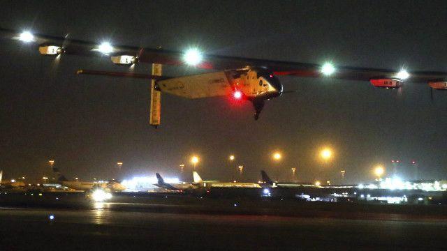Sejauh ini, Solar Impulse sudah menempuh jarak 30.000 km dalam upaya menjadi pesawat pertama yang mengelilingi dunia tanpa bahan bakar, hanya dengan tenaga surya.