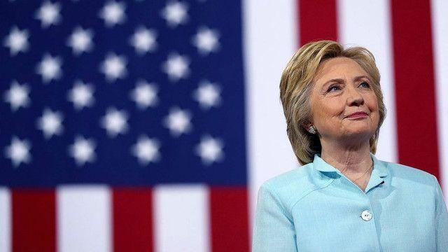 """مریم رجوی از هیلاری کلینتون، وزیر امور خارجه وقت آمریکا، به خاطر """"جسارتش"""" در حذف نام این سازمان از فهرست تروریستی قدردانی کرد"""