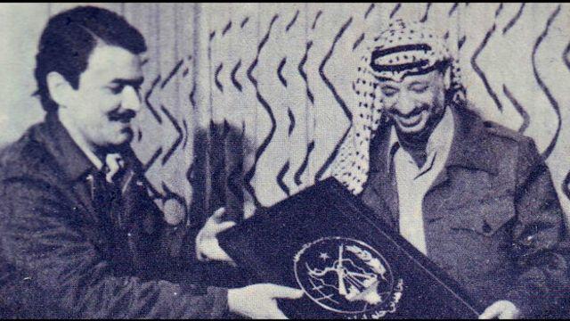 یاسر عرفات، رهبر سازمان فتح در سفر به ایران با مسعود رجوی، رهبر سازمان مجاهدین خلق دیدار کرده بود