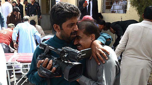 صحافیوں نے مالکان اور حکومت سے تحفظ اور انشورنس کی فراہمی کا مطالبہ کیا