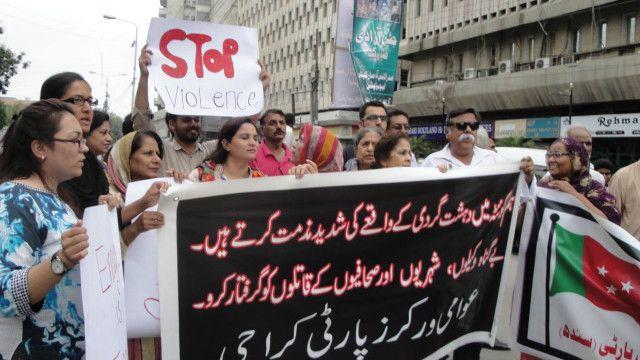 پاکستان نیشنل پارٹی، پاکستان ورکرز پارٹی، عوامی جمہوری پارٹی، تحریک حقوق نسواں، عورت فاؤنڈیشن اور دیگر جماعتوں کی جانب سے بھی پریس پر اجتماعی مظاہرہ کیا گی