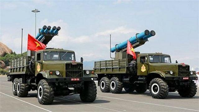 Quân đội VN lần đầu tiên giới thiệu tên lửa EXTRA do Israel sản xuất vào tháng 5/2015. (Ảnh chụp trong lễ kỷ niệm 60 năm thành lập Hải quân Nhân dân Việt Nam tại quân cảng Cam Ranh).