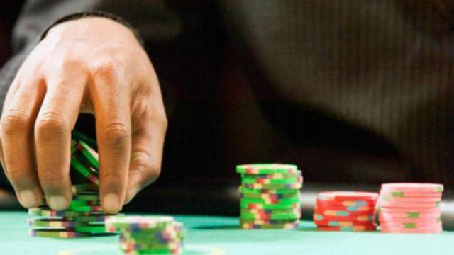 Masih sedikit penelitian yang melihat bagaimana mesin permainan dirancang untuk merangsang orang untuk terus berjudi.