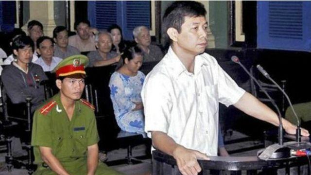 Ông Trần Huỳnh Duy Thức trong phiên tòa năm 2010
