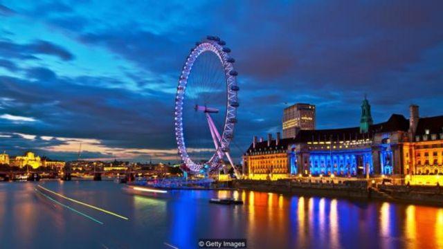 """该钻井平台的重量超过50个""""伦敦眼""""(London Eye);更别提,工程师们还要在海里进行拆除作业(图片来源:Getty Images)"""