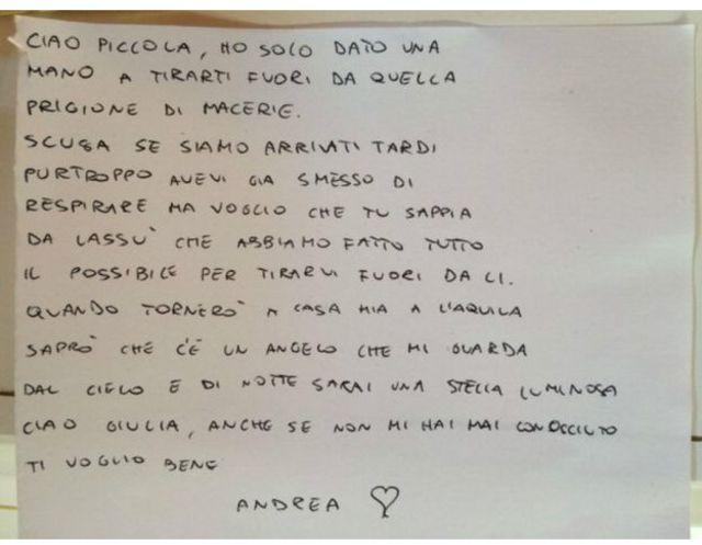 Peti mati Giulia dibaringkan bersama 34 jenazah lain dalam upacara pemakaman kenegaraan di ibukota kawasan itu, Ascoli Piceno, Sabtu (27/8).