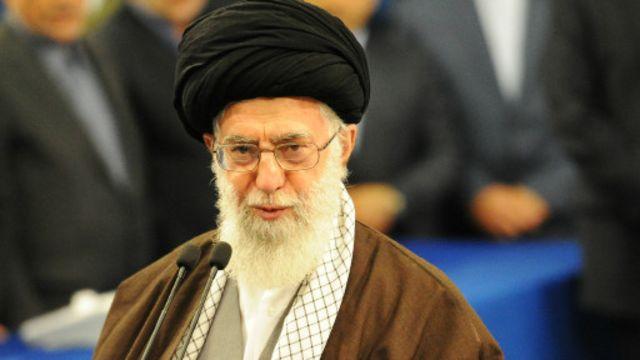 آیتالله خامنهای٬ با وجود چون و چراها در باره صلاحیتش برای مرجعیت٬ در حال حاضر رهبر کشور یا «ولی فقیه» است.