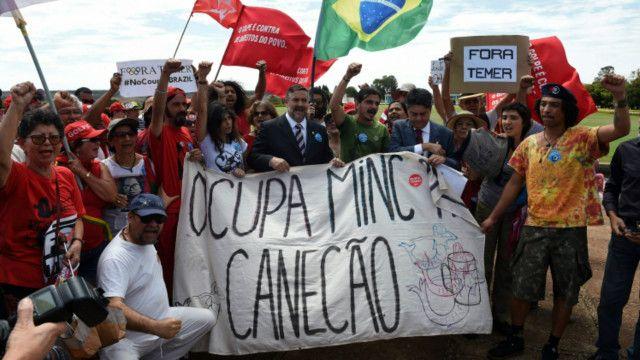 這一彈劾案也分裂了巴西社會。