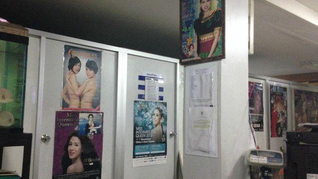 Trong một phòng mạch phẫu thuật chuyển giới tại Bangkok, nơi người chuyển giới từ nhiều nơi chọn làm điểm thay đổi cuộc đời