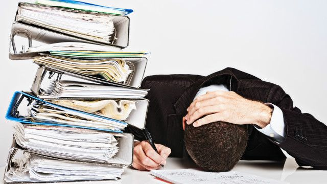 Burnout atau kelelahan berlebihan punya gejala yang mirip dengan depresi, meski ada perbedaannya.