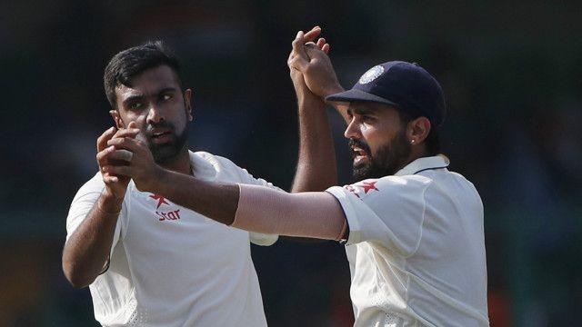 انڈیا کی جانب سے دوسری اننگز میں روی چندر ایشون نے تین کھلاڑیوں کو آؤٹ کیا