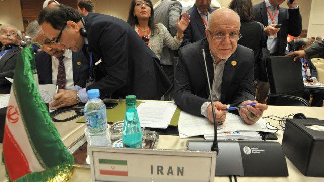 بيغان زنغنة وزير النفط الإيراني وصف قرار اجتماع الجزائر بأنه استثنائي.