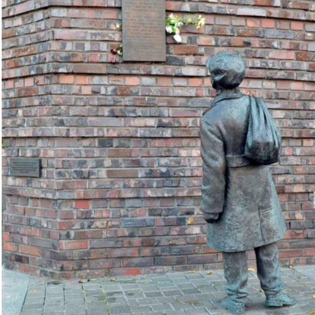 """Хлопчик, який читає оголошення """"Наказується всім жидам міста Києва..."""", - це пам'ятник трагічним подіям вересня 1941-го, але водночас і самому Анатолію Кузнєцову, який не дав стерти пам'ять про Бабин Яр"""
