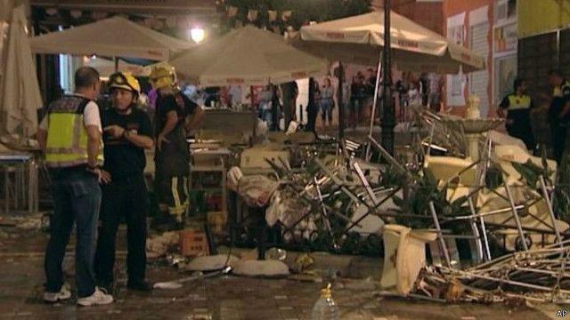 從現場的照片來看,這間餐廳受到了嚴重的損害,廢墟也散落到街上。