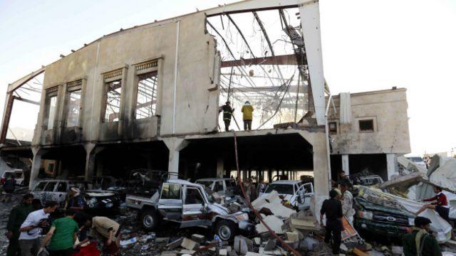 قتل في الغارة على مجلس العزاء 140 على الأقل وأصيب أكثر من 500 آخرين.