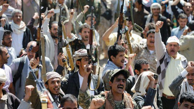 Para pengunjukrasa, yang berkumpul di luar markas PBB, menuntut adanya penyelidikan internasional terkait serangan udara yang diduga dilakukan pasukan koalisi pimpinan Arab Saudi.
