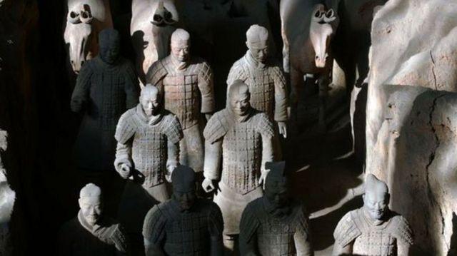 在秦兵马俑之前,中国没有大规模铸造真人大小塑像的传统。