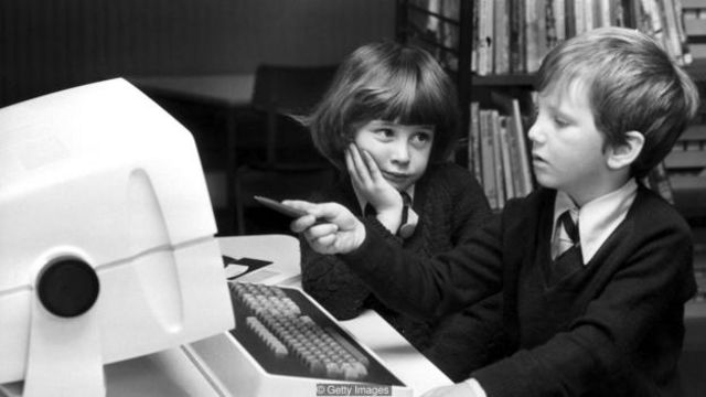 20世纪80年代,急于试验自己写代码技巧的苏联小孩会去公司办公室和大学里寻找计算机。(图片来源:Getty Images)