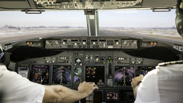 В кабіні літака