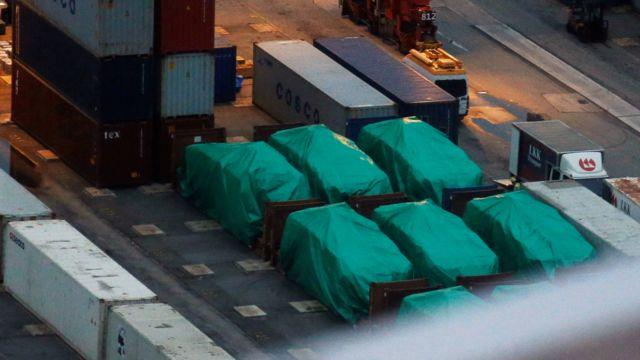 从高处眺望香港八号货柜码头内被扣押的新加坡军方装甲车(24/11/2016)