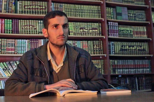 Anas Ahmad, uno de los fundadores de la biblioteca.