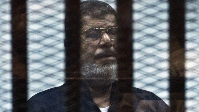 Egypt's ousted president Mohammed Morsi dies during trial