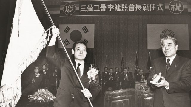 Lee Kang-hee (left) is named president (president) of the Samsung Group (the Samsung Group released the photo on 12/24/1987)