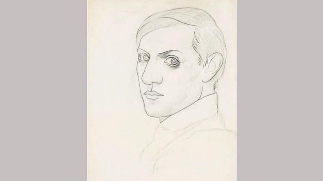 """من بين المعروضات التي يضمها معرض """"بيكاسو والورق"""" المُقام في الأكاديمية الملكية في لندن، بورتريه ذاتي يعود لعامو 1918 نُفِذَ بالفحم والقلم الرصاص"""