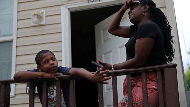 Mae e filho em Nova Orleans