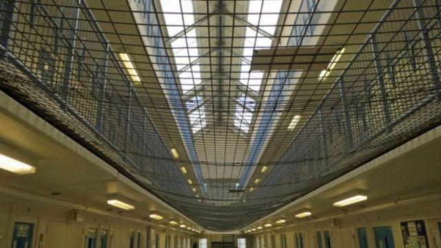 रिसले जेल में पुरुष कैदी रहते हैं