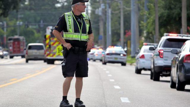 """La legislación para portar armas en Florida es """"permisiva"""" según los expertos."""