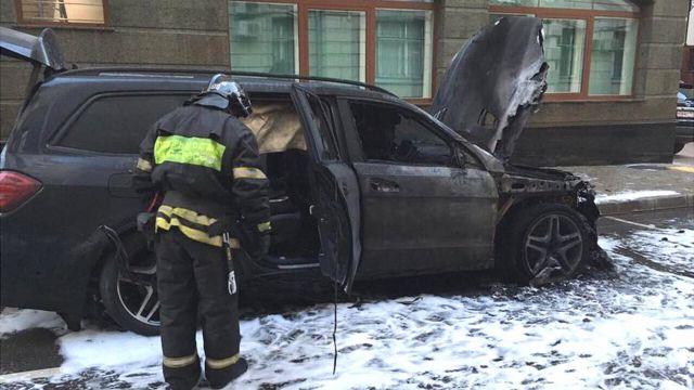 Auto incinerado frente a la oficina de Dobrynin, 11 de septiembre de 2017