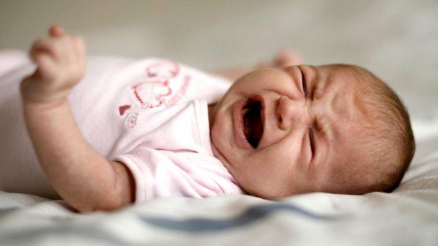 Даже новорожденные имитируют звуки того языка, который слышали, находясь в утробе матери