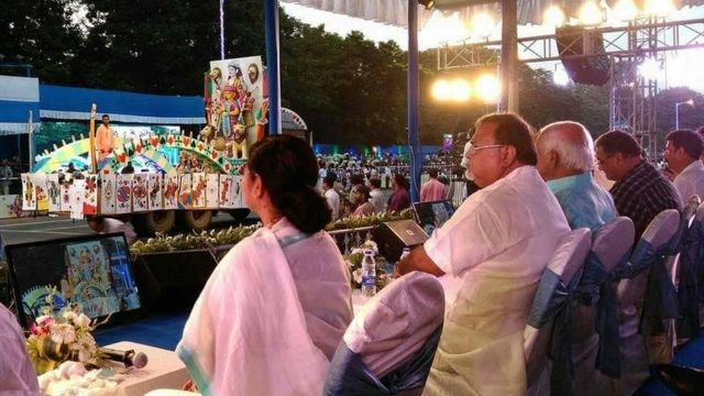 दुर्गा पूजा में पश्चिम बंगाल की मुख्यमंत्री