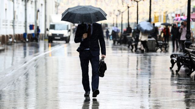 Человек под зонтом