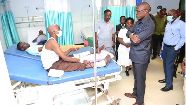 Prof Mchembe visiting patients