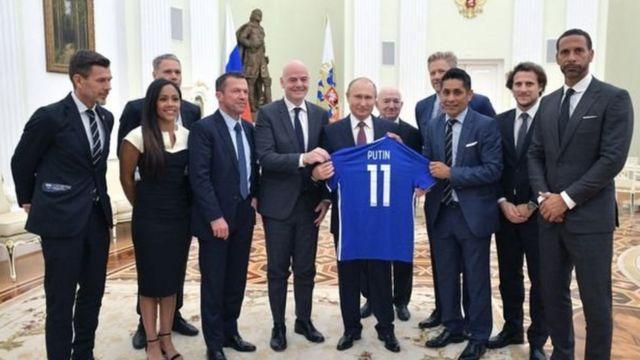 بوتن رحُب بعدد من أساطير كرة القدم، من بينهم الألماني لوثر ماتيوس والإنجليزي ريو فيرناند