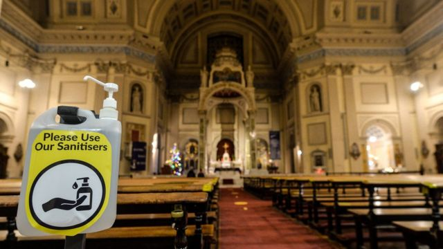 Kiliselerdeki Noel ayinlerinde sıkı tedbirler uygulanıyor.