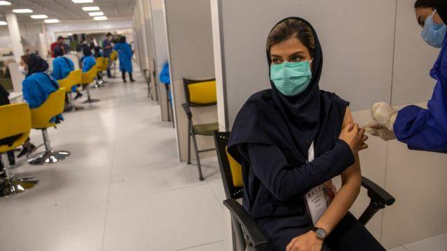 روند کند واکسیناسیون در ایران با انتقادهای بسیاری همراه شد