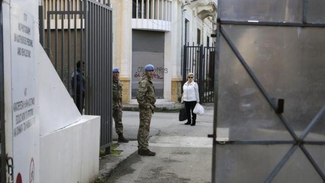 جنود تابعون للأمم المتحدة في المنطقة العازلة بين شطري قبرص