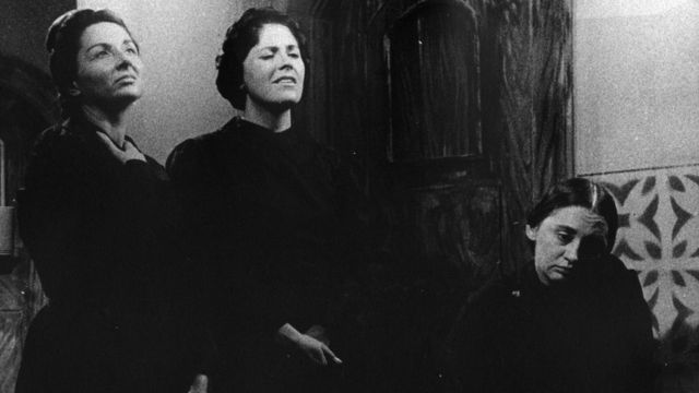 Vida Alves, Marisa Sanches e Laura Cardoso em 'Casa de Bernarda Alba'