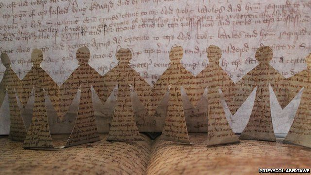 Enillydd Ymchwil fel Celf - 'Rising from the page: bringing medieval women to life', Dr Sparky Booker