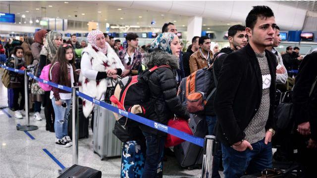 Refugiados sirios en el aeropuerto de Atenas, Grecia