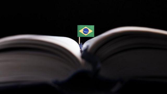 Bandeira do Brasil em livro