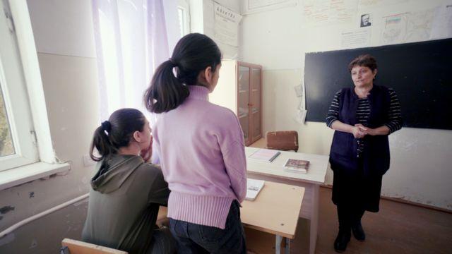 Занятия в школе в Тагаварде