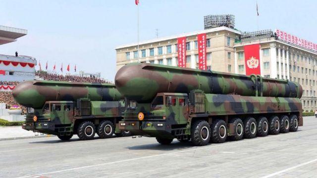 حاملة الصواريخ خلال العرض العسكري