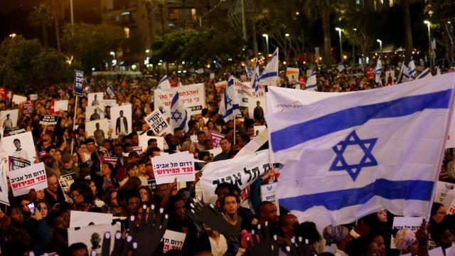 محتجون اسرائيليون تظاهروا ضد الاتفاق قبل إلغائه