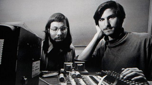 Steve Wozniak e Steve Jobs em 1996