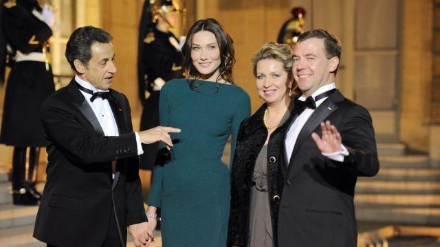 Саркози и Бруни принимают чету Медведевых в Елисейском дворце